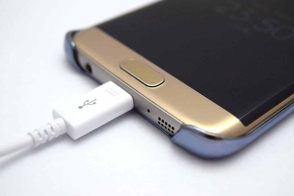 Опасно ли заряжать мобильный телефон на ночь?