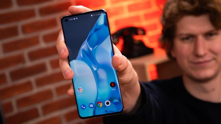 Samsung или Apple: выбираем лучший бренд смартфонов